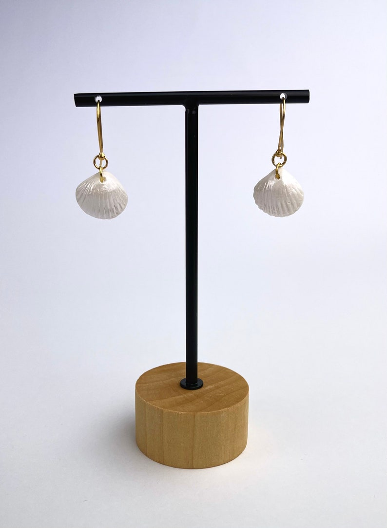 Porcelain earrings in the shape of shells with 24 carat gilding 925 silver hooks