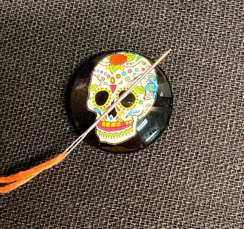 Glitter Resin Skeleton Needle Minder Skull Spooky Cover Minder Keeper Magnetic Needle Minder Bones Hand Nanny Halloween