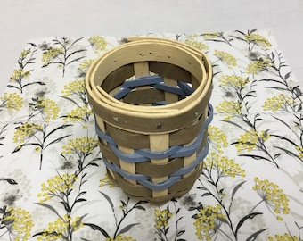 Longaberger Robin/'s Egg Blue Easter Basket Large Ruffle Garter New