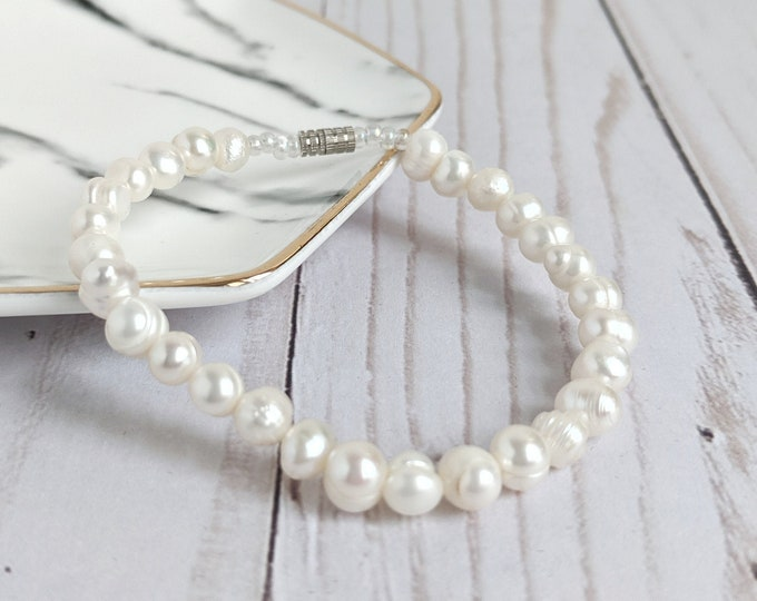 Baroque White Pearl Bracelet with Aurora Borealis seed beads and Silver tone Barrel Clasp - 7.5 inches long - Vintage Classic feminine gift