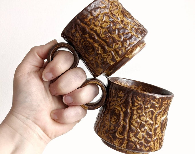 Set of Two Yellow and Brown Vintage Tree Bark Look Ceramic Mugs with Circle Handles - Redware Terra Cotta Glazed Short Mugs with Woodgrain