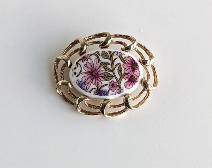 Vintage Sarah Coventry gold tone brooch with white pink and floral ceramic centre