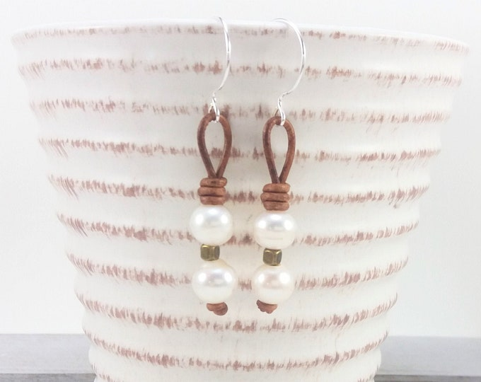 casual boho chic jewelry freshwater pearls Leather and pearl earrings brown leather
