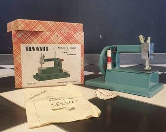 Elvavit sewing machine toy