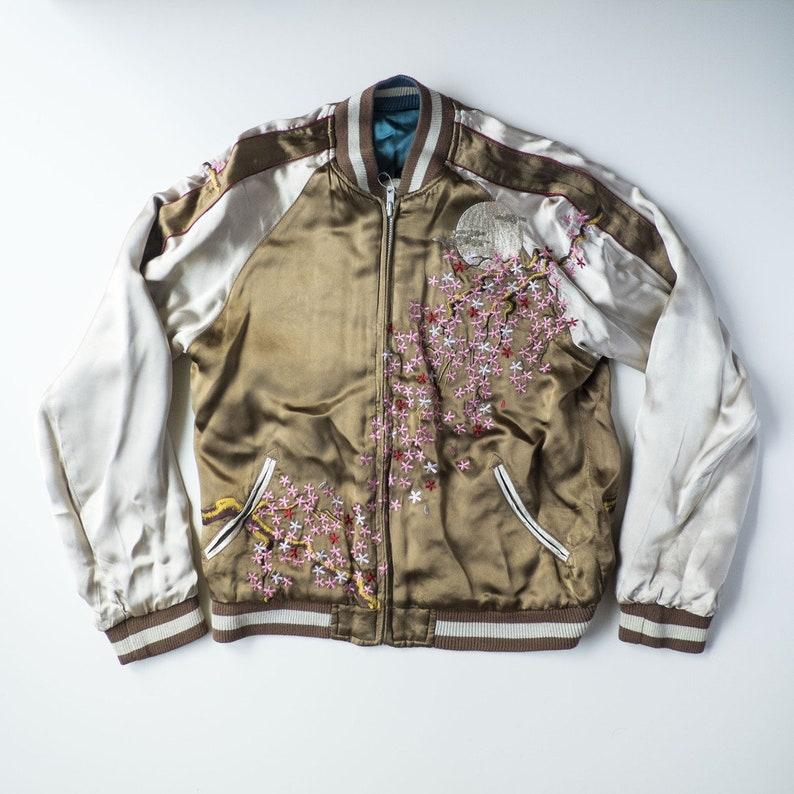 Japanese Vintage Sakura Cherry Blossoms Geisha Oiran Tsuzumi Taiko Drum Skajan Embroidered Reversible Sukajan Souvenir Jacket SIZE S