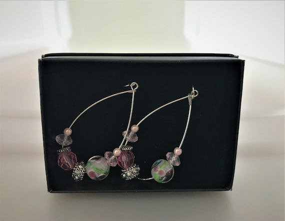 Avon teardrop-shaped earring with glass pearl and