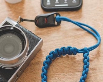Paracord Camera Wrist Strap (with Peak Design links shown)