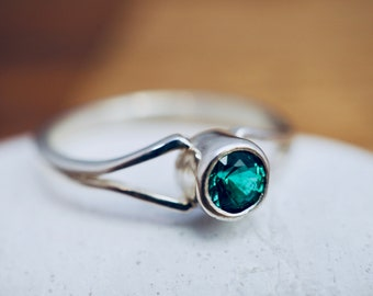 Emerald ring | 925 Sterling Silver | May birthstone ring | Green biron emerald ring | Handmade jewellery | Mothers day gift
