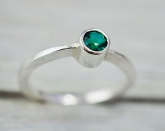 Emerald stacking ring | Simple emerald sterling silver ring | Birthstone jewellery | Gift for her | Gift for daughter | Gift for wife