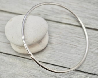 Round sterling silver bangle   Plain silver stacking bangle   Handmade jewellery   Gift for her   Bridesmaid gift   Gift for wife