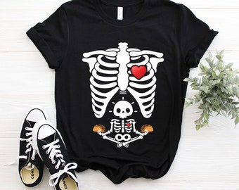 Pregnancy Announcement Halloween Costume Skeleton Cute Baby Holding Tacos Xray Soon To Be Dad Cute Gift T-shirt