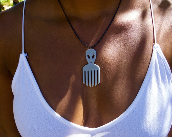 Alien Comb pendant