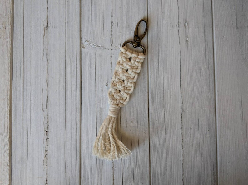 Macrame Keychain -Chunky Macrame Keychain Zipper Charm Hippie Chic Boho Style Bag Charm Modern Macrame