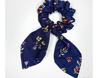 Chouchou with navy blue knot
