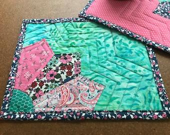 Teal Grandma/'s Fan Quilt Block Mug Rug ~ Pink Navy /& White Vintage Style Fabric Mug Mat