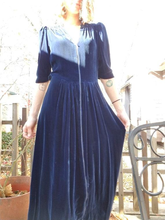 Vintage 30s/40s Blue Velvet Zip Front Dress - image 4