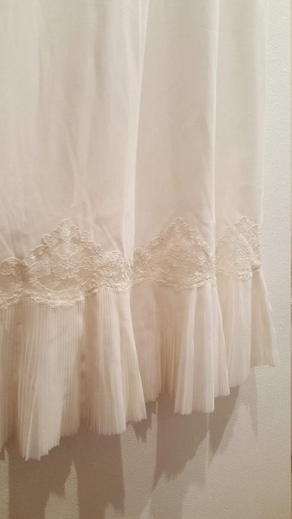 Vintage 1950s/60s White Lace Ruffle Half-Slip