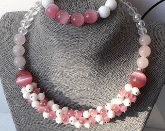 Circa 1950s The White Cats Eye Glass Bead Necklace Wonderful Light Catching Marbling