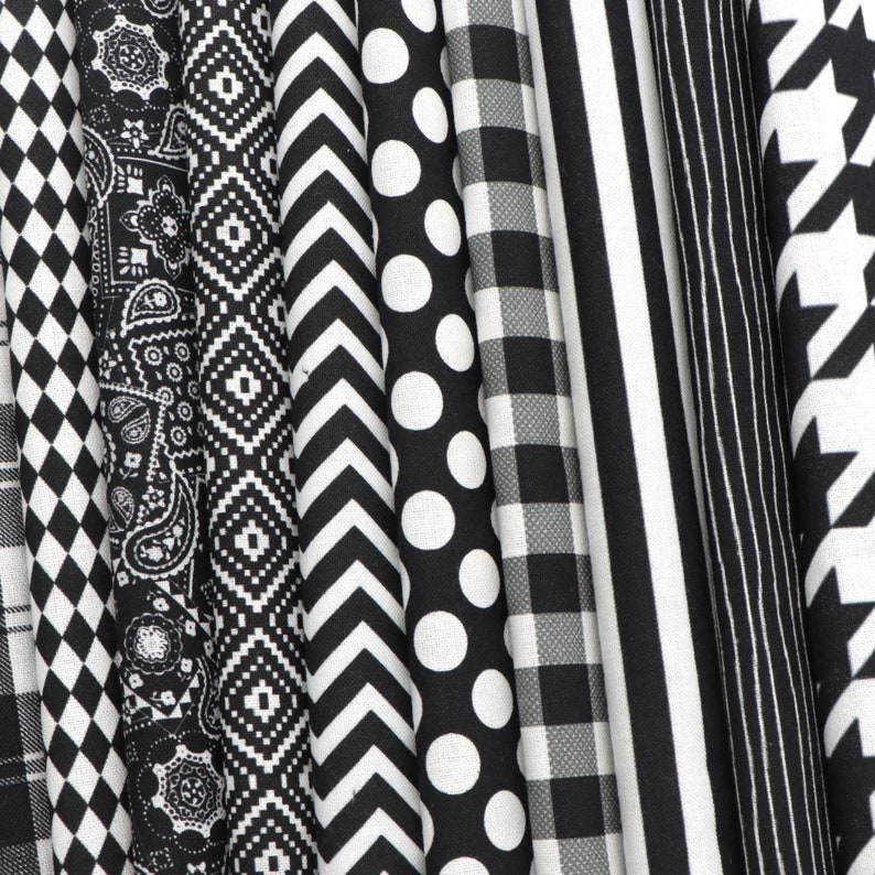 10pcs Black Series Geometric Patterned Polyester Cotton Fabric Craft Fabric Bundles for Patchwork Sewing DIY Projects