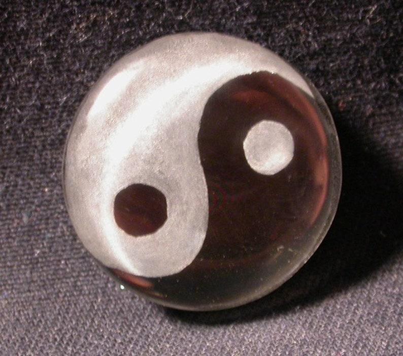 black onyx backed doublet Ying Yang quartz cabochon