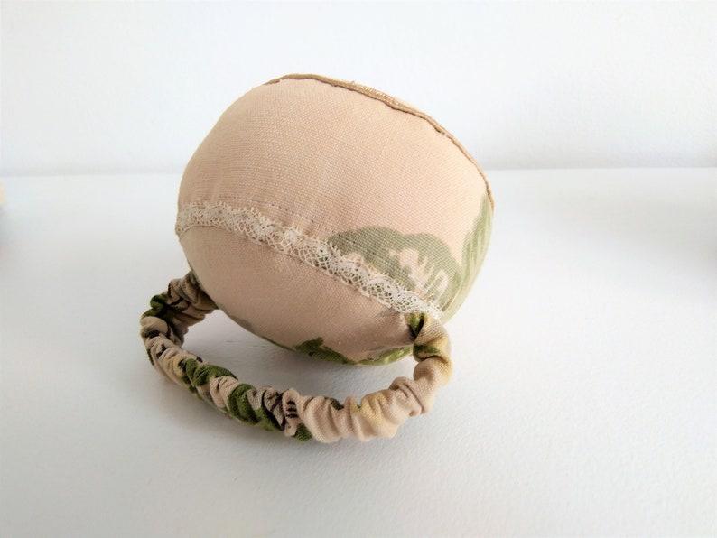 new vintage floral cotton tailor/'s wrist pin cushion