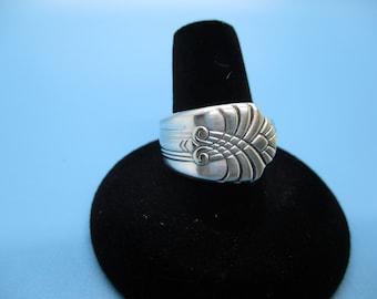 Silverware Jewelry Round Ring beautiful pattern lines beautiful detail Size 8