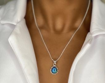 Elegant Labradorite Necklace