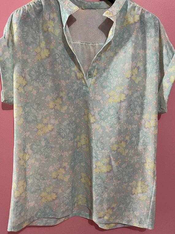 Vintage 70s pastel floral blouse - image 2
