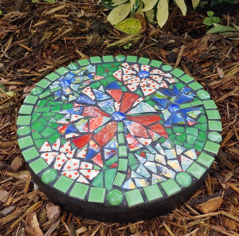 Floral Decorative Mosaic Garden\\Stepping Stone 12 Round