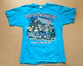 2011 Who Let the Hogs Out Hulett, Wyoming Tiny 39 s Big Barn Saloon Anvil Shirt size Large