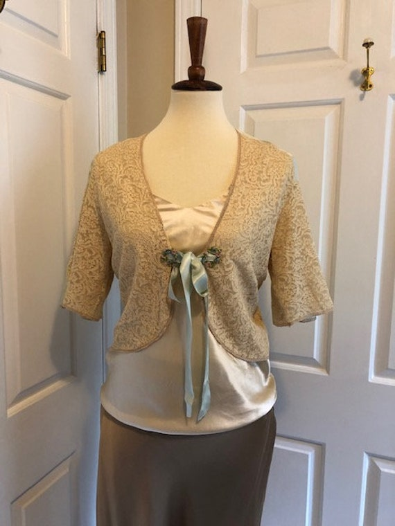 1930's silk and lace bed jacket - image 2