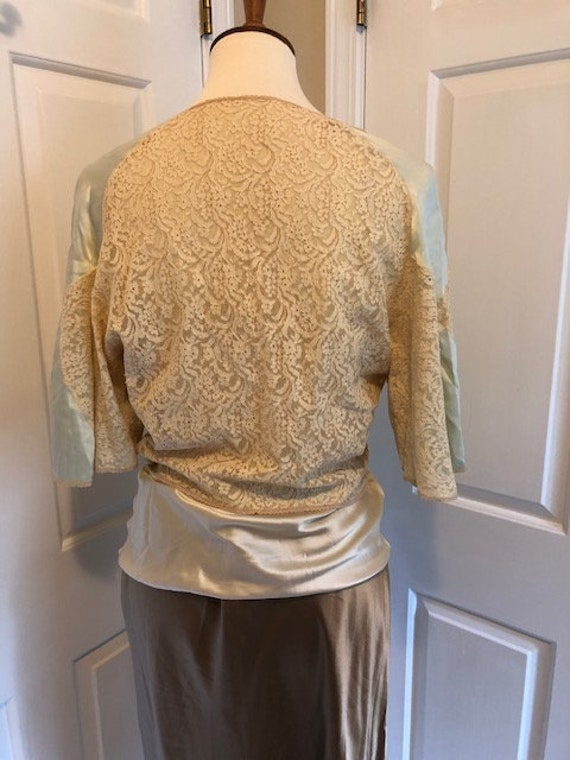 1930's silk and lace bed jacket - image 3