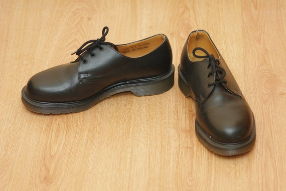 Vintage 1990 Dr. Martens shoe made in England oxfo