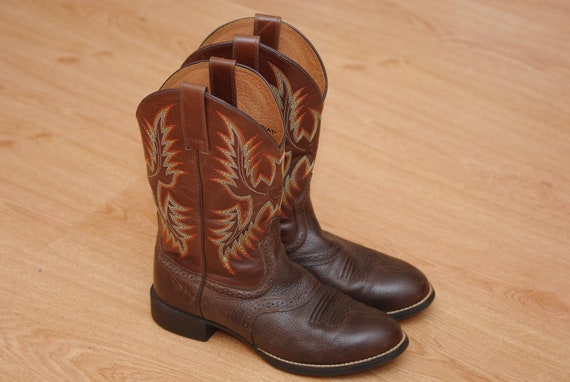 Ariat leather boots size 39 Maroon embroidered boo