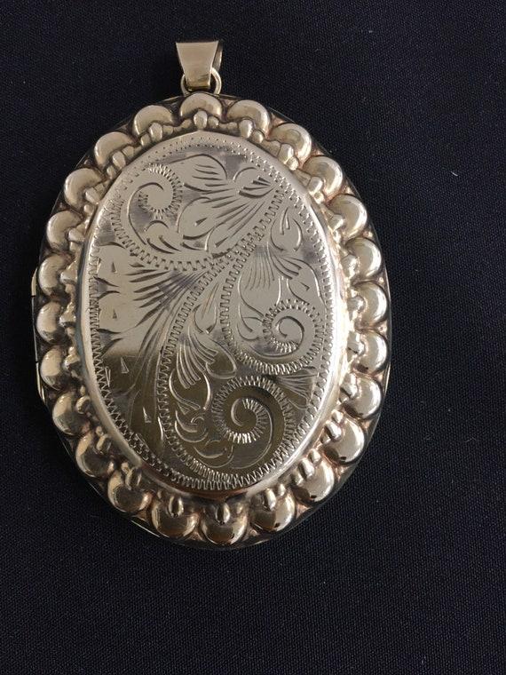 9ct yellow gold large vintage locket