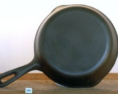 Unmarked Wagner, 5 8 quot Cast Iron Skillet