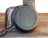Unmarked Lodge, 3, 6.5 quot Cast Iron Skillet