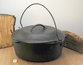 Unmarked LODGE 8 Dutch Oven w lid AND trivet