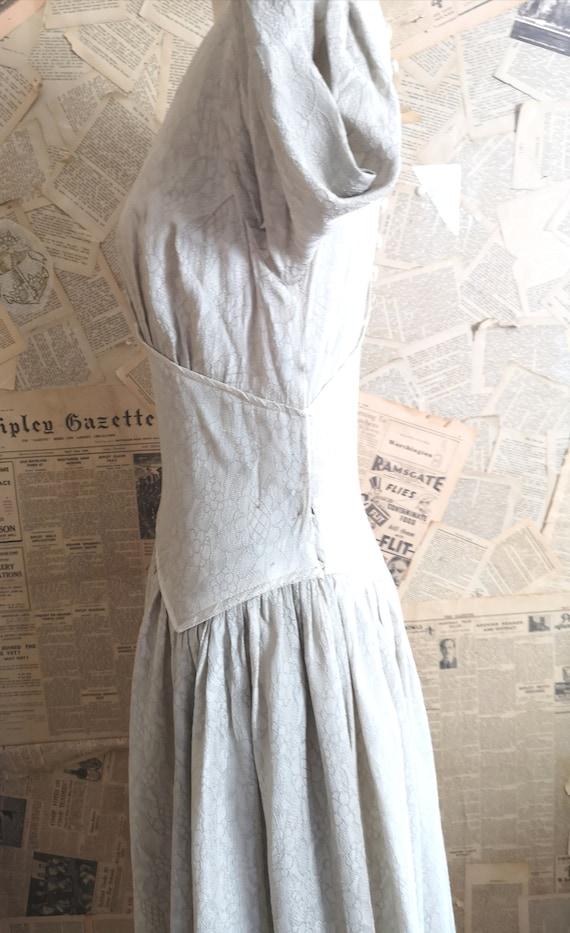 Vintage 1930s button back dress, embroidered - image 3