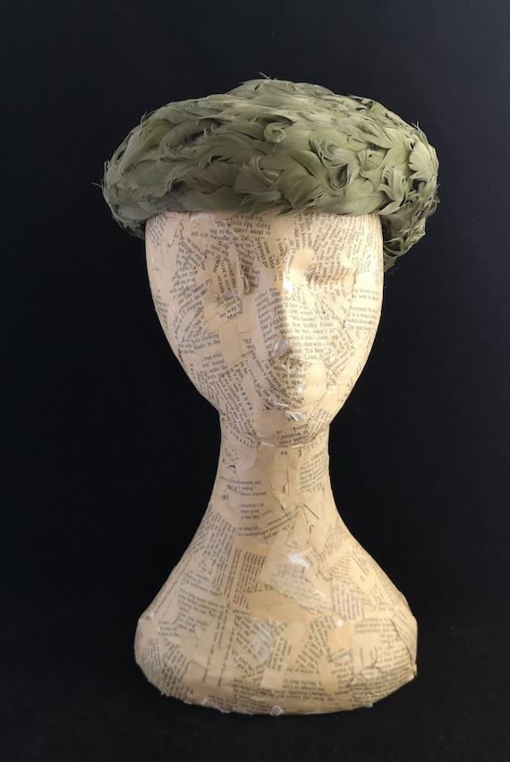 Vintage 40s ladies Green feather hat