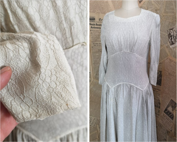 Vintage 1930s button back dress, embroidered - image 4