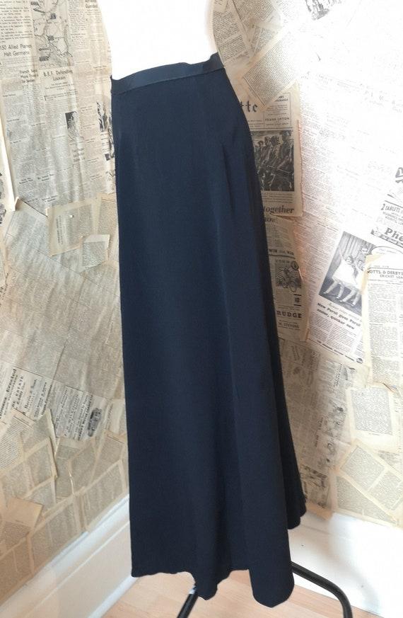 Vintage 30s long black crepe skirt - image 4