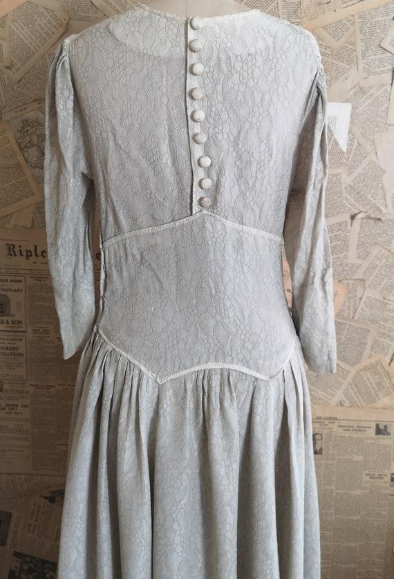 Vintage 1930s button back dress, embroidered - image 8