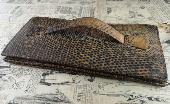 Vintage faux snakeskin clutch purse, 1940s - image 3