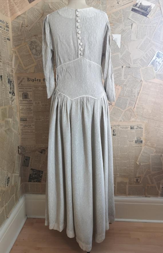 Vintage 1930s button back dress, embroidered - image 9