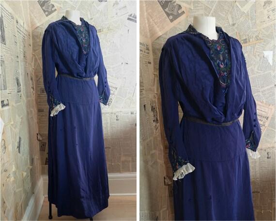 Antique Victorian blue silk dress, lace