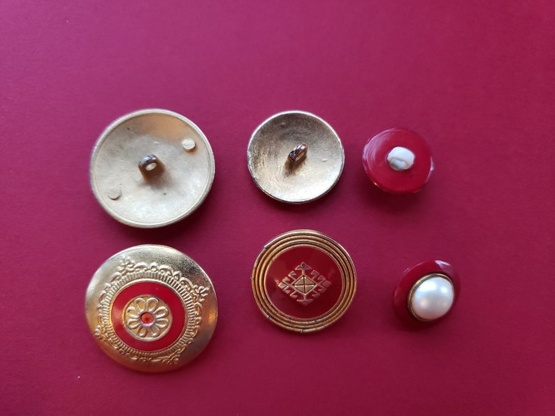 Vintage Brass /& Plastic Enameled Buttons ~ Costume Buttons ~