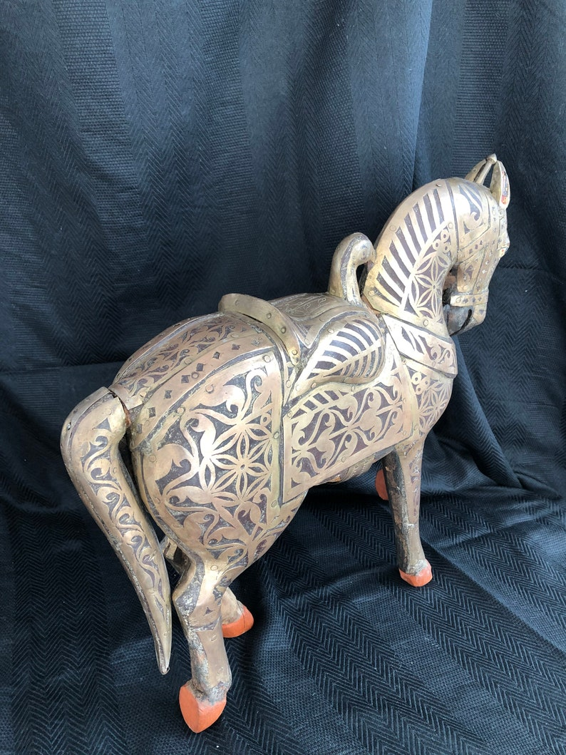 SCULPTURE CHEVAL India chiseled wood and brass