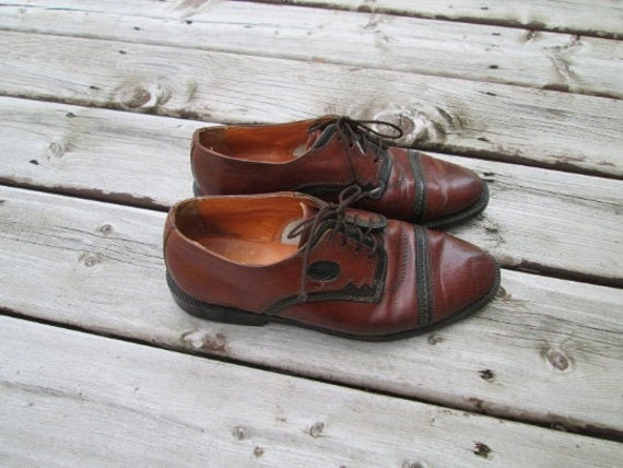 Vintage 80's two-toned leather lace up loafers. ME