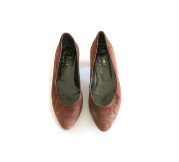 Vintage 80's/90's Italian suede kitten heels. brow